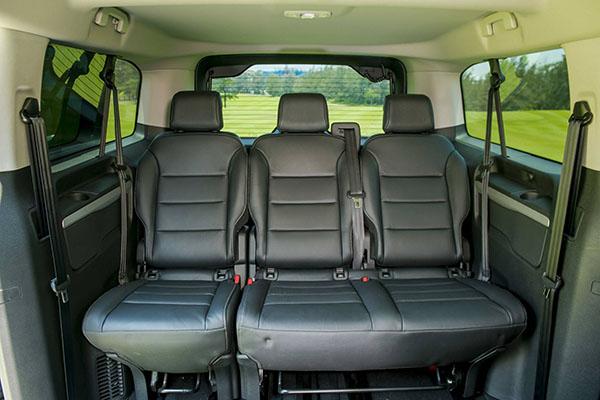 Hàng ghế thứ ba Peugeot Traveller Luxury 7 chỗ
