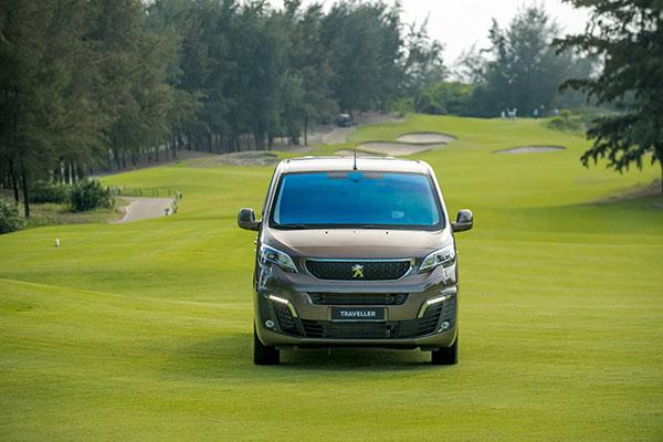 So sánh khác biệt giữa Peugeot Traveller bản 7 chỗ và 4+2 chỗ ngồi