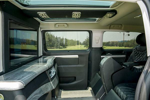 Hàng ghế thứ hai Peugeot Traveller Premium