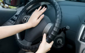 1 1 300x188 - Trang bị 8 kỹ năng thoát hiểm cho bé khi bị bỏ quên trên xe Ô tô