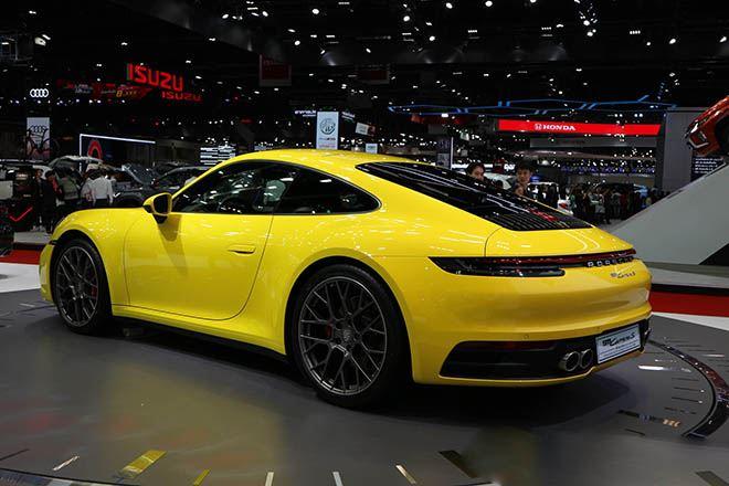 Than-xe-Porsche-911-Carrera-S-moi-tai-Viet-Nam-voi-mau-xanh-duong-Miami-Blue-doc-la-2020-MuaxeGiatot-com