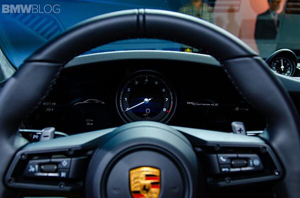 Vo-lang-Porsche-911-Carrera-S-moi-tai-Viet-Nam-voi-mau-xanh-duong-Miami-Blue-doc-la-2020-MuaxeGiatot-com