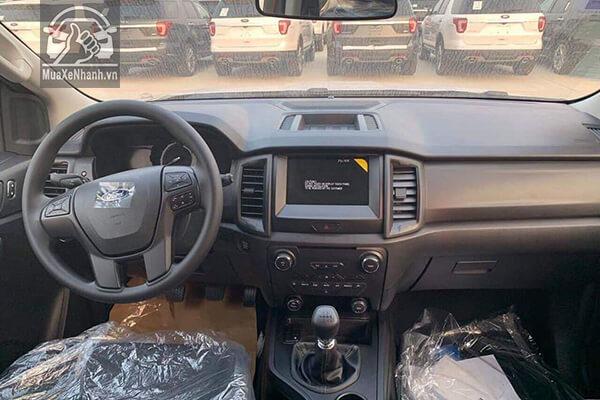 Nội thất và tiện nghi trang bị trên xe Ford Everest máy dầu số sàn được đánh giá cao hơn Toyota Fortuner máy dầu số sàn