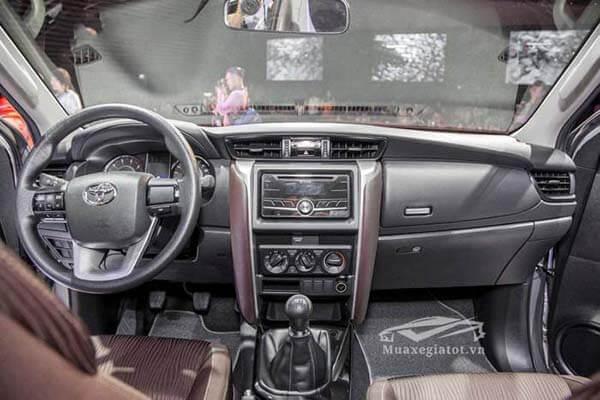 Nội thất và tiện nghi trang bị trên xe Toyota Fortuner máy dầu số sàn