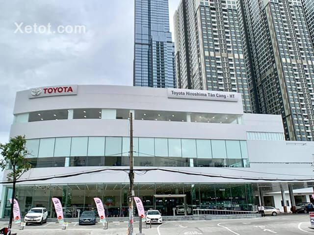 Showroom Toyota Hiroshima Tân Cảng (tên thường gọi : Toyota Tân Cảng) tọa lạc tại 220 Nguyễn Hữu Cảnh, Phường 22, Quận Bình Thạnh, Tp. HCM