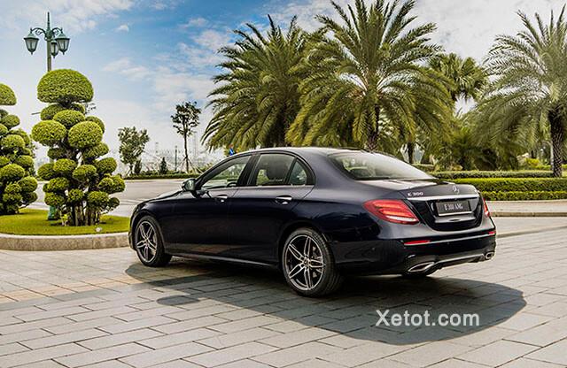 Duoi-xe-Mercedes-Benz-E-300-AMG-2020-Xetot-com