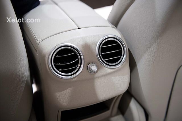 cua-gio-hang-ghe-sa-mercedes-benz-c200-exclusive-2020-05-Xetot-com