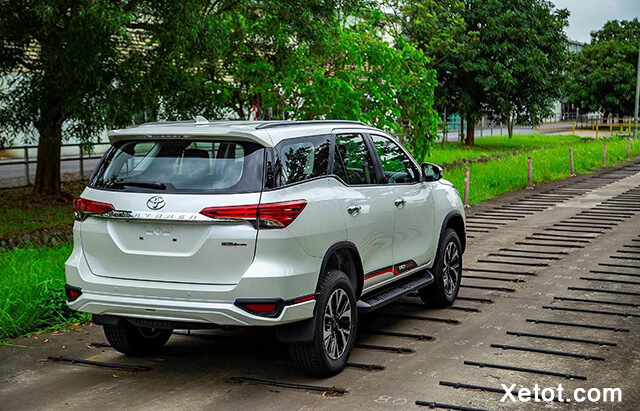 duoi-xe-toyota-fortuner-trd-2020-Xetot-com