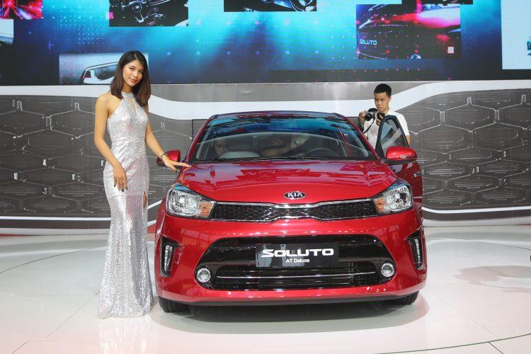 """Kia Soluto mới cập bến, VinFast Fadil và Honda Brio vào hàng """"thất sủng""""?"""