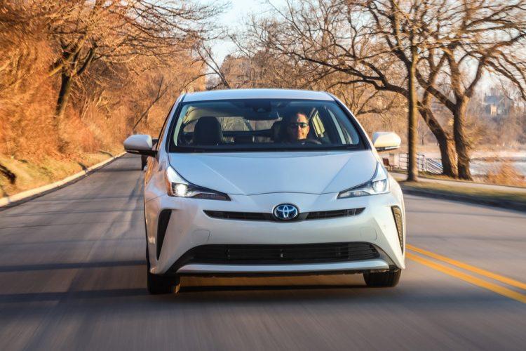Đánh giá Toyota Prius 2020: Mẫu xe Hybrid đáng mong đợi
