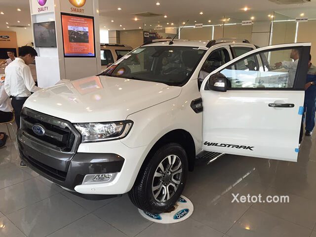 showroom-trung-bay-xe-ford-ha-thanh-Xetot-com
