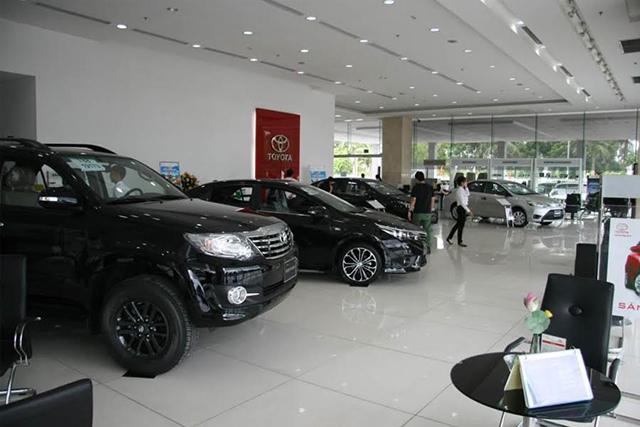 showroom-trung-bay-xe-toyota-long-bien-ha-noi-Xetot-com