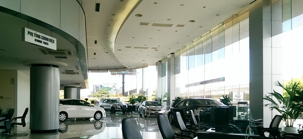 showroom-trung-bay-xe-toyota-my-dinh-Xetot-com