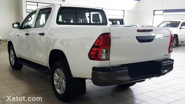 thung-xe-toyota-hilux-2-4-4-2-mt-2020-so-san-Xetot-com