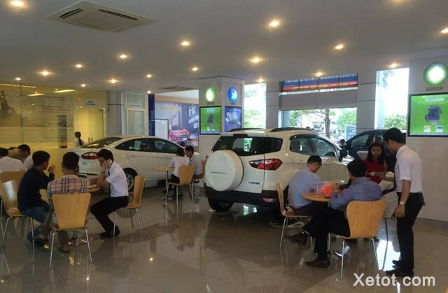 trung-bay-xe-ford-ha-thanh-Xetot-com
