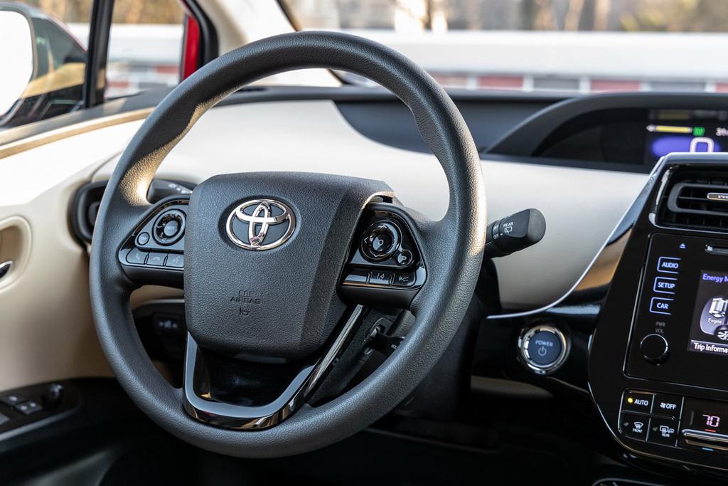 volang-xe-toyota-prius-2020-Xetot-com