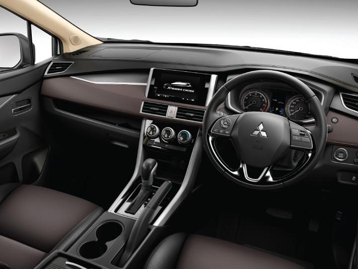 """8 mitsubishi xpander cross 2020 xetot com - So sánh: Suzuki XL7 liệu có """"quật ngã"""" được Xpander Cross?"""