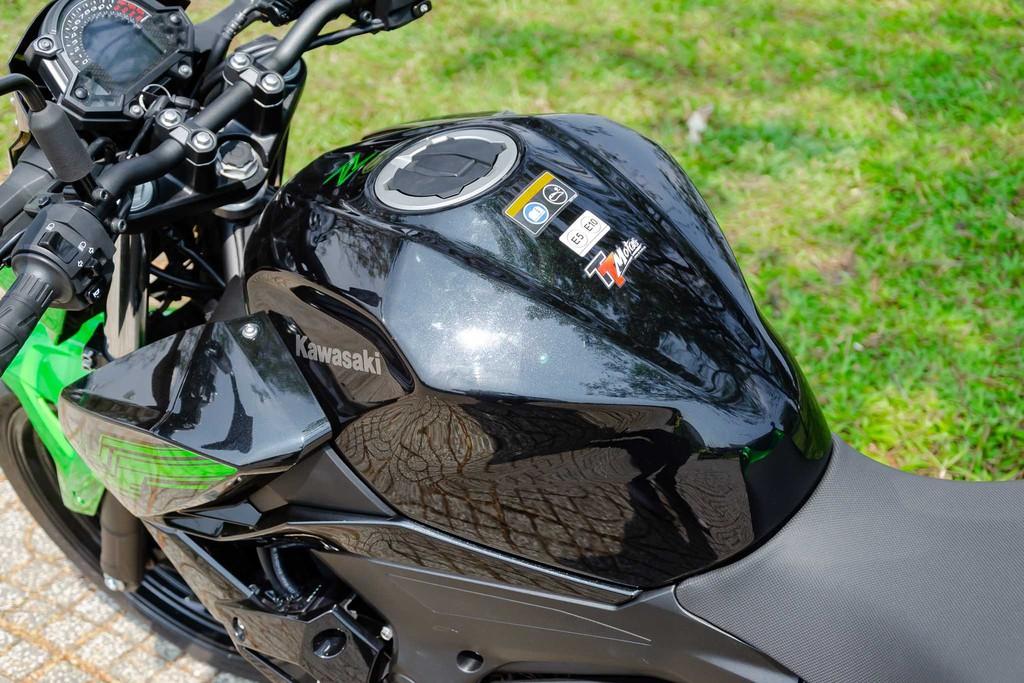 Kawasaki Z400 17 Xetot - Đánh giá Kawasaki Z400 2021: Naked bike trẻ trung đối đầu Honda CB300R