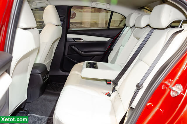 hang-ghe-sau-tren-mazda-3-2020-sedan-xetot-com