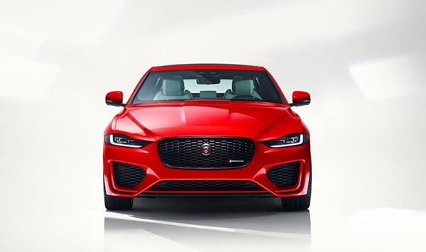 mat-galang-jaguar-xe-2020-xetot-com
