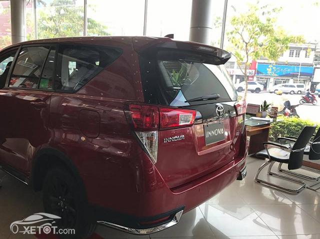duoi-xe-innova-venturer-2020-xetot-com