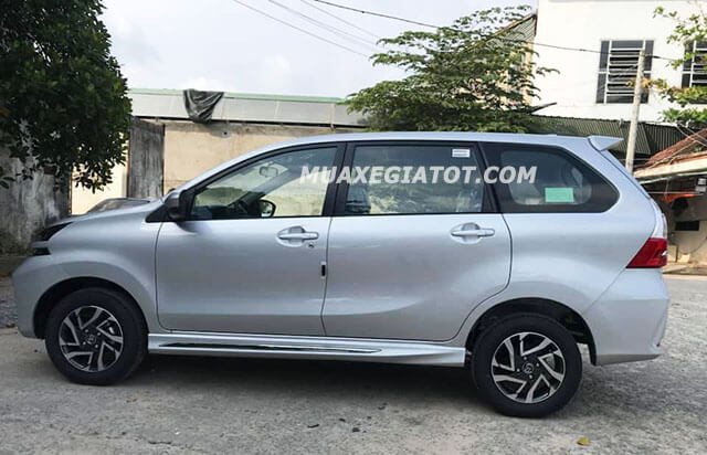 hong-xe-toyota-avanza-15at-2020-xetot-com
