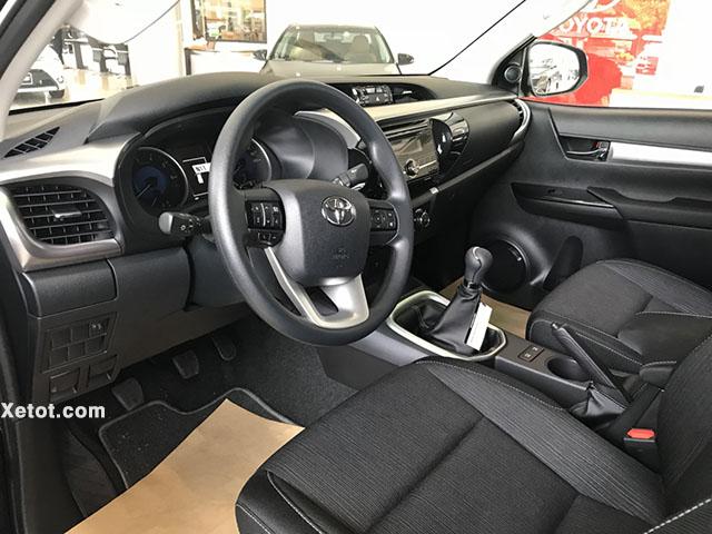 Toyota Hilux 2.4 4x4 MT 2020 (Số sàn,2 cầu) - Vô lăng xe
