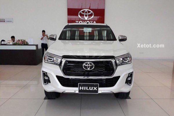 Toyota Hilux 2.8G 4X4 AT 2020 MLM (Đầu xe)