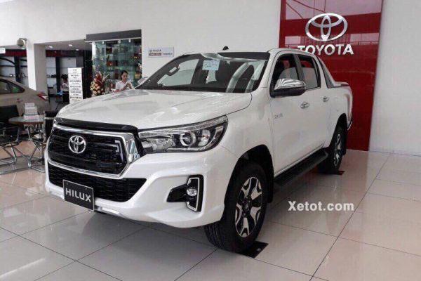 Toyota Hilux 2.8G 4X4 AT 2020 MLM (Hông xe)