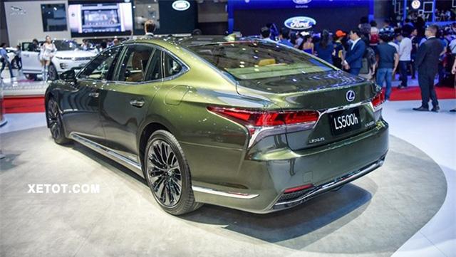 duoi-xe-lexus-ls-500h-se-2020-xetot-com