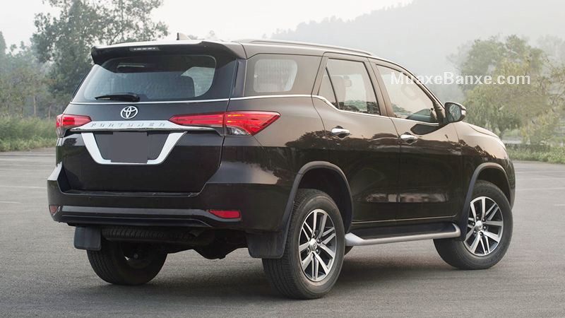 duoi-xe-toyota-fortuner-2-7at-4-4-2019-may-xang-2-cau-xetot-com