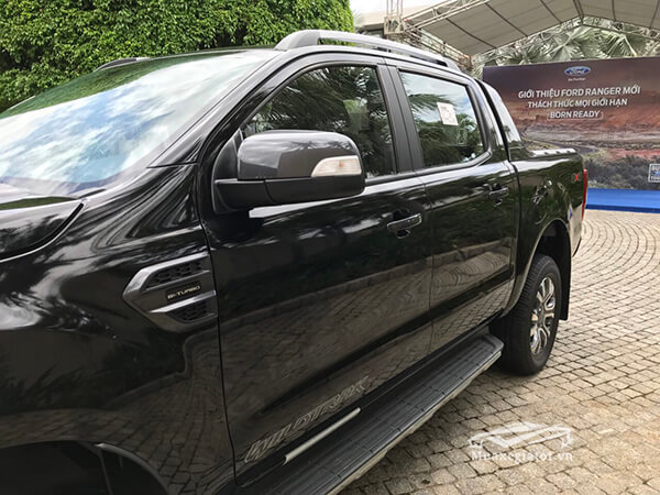 guong-chieu-hau-ford-ranger-wildtrak-2-0-bi-turbo-2020-xetot-com