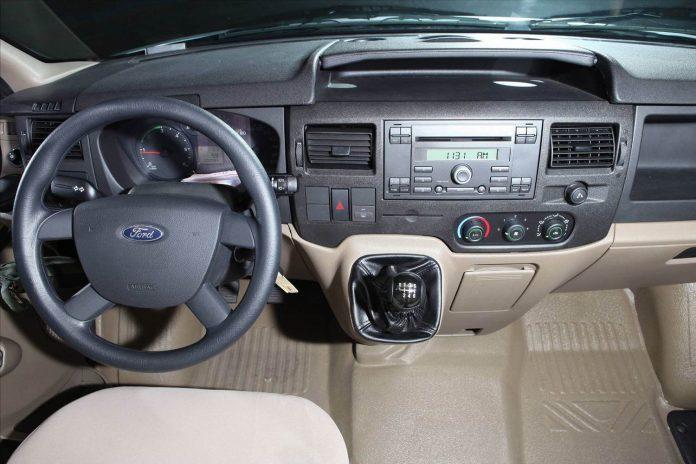 noi-that-xe-ford-transit-svp-2020-xetot-com