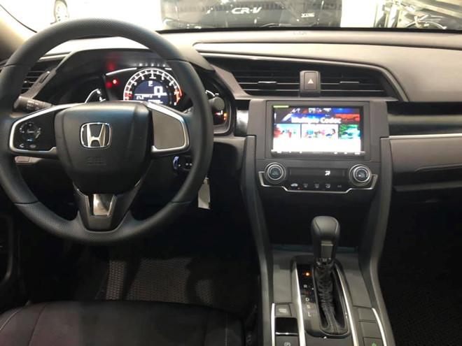 noi-that-xe-honda-civic-18e-2020-xetot-com