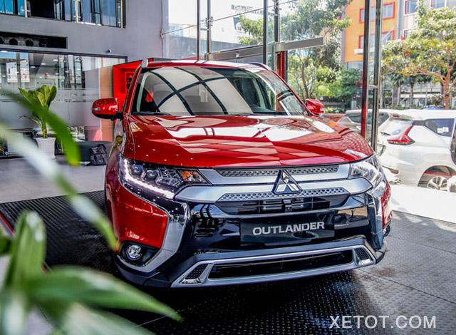 """3 1 - Mitsubishi Outlander 2020 và Toyota Innova 2020 - Khi Crossover """"giá tốt"""" đối đầu chiếc MPV siêu kinh điển"""