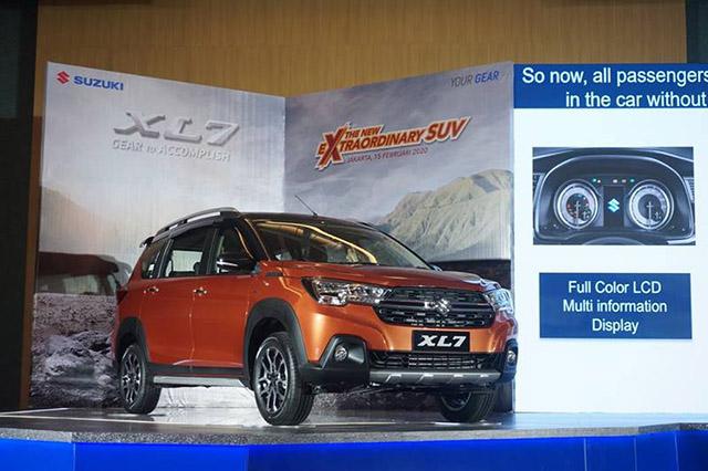 """1 - So sánh: Suzuki XL7 liệu có """"quật ngã"""" được Xpander Cross?"""