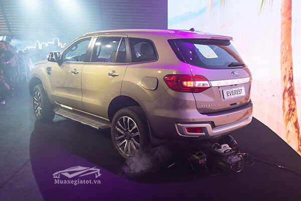 duoi-hong-xe-ford-everest-2020-2021-titanium-20-at-1cau-xetot-com