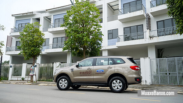 hong-xe-ford-everest-ambiente-at-2020-2021-xetot-com-3