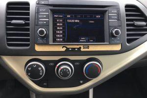 """Kia Morning Standard AT anh 11 300x200 - Chi tiết xe Kia Morning Standard AT 2021 - số tự động giá """"chạm"""" sàn"""