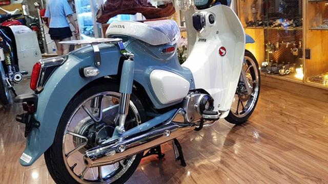 duoi-xe-honda-super-cub-125-muaxegiatot-vn