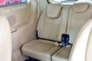 noi that kia sedona 01 42307j 300x200 - Đánh giá xe Kia Sedona Deluxe - Minivan Full-size của Kia giá 1,01 tỷ đồng liệu có xứng đáng để tậu?