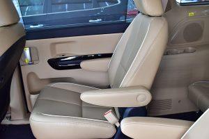 noi that kia sedona 02 42306j 300x200 - Đánh giá xe Kia Sedona Deluxe - Minivan Full-size của Kia giá 1,01 tỷ đồng liệu có xứng đáng để tậu?