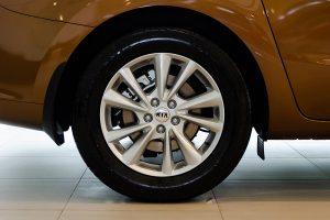 noi that kia sedona 09 42304j 300x200 - Đánh giá xe Kia Sedona Deluxe - Minivan Full-size của Kia giá 1,01 tỷ đồng liệu có xứng đáng để tậu?