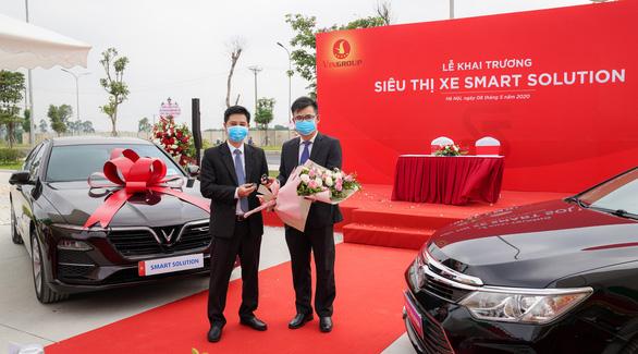 Khai trương siêu thị xe Smart Solution, công ty con của Vinfast
