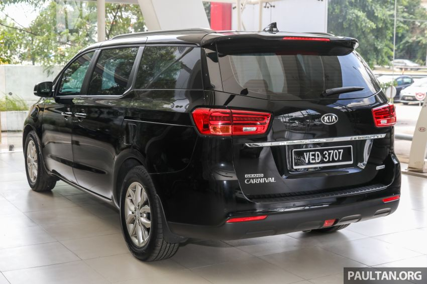 duoi-xe-kia-sedona-2021-11-cho-tai-malaysia-muaxegiatot-vn
