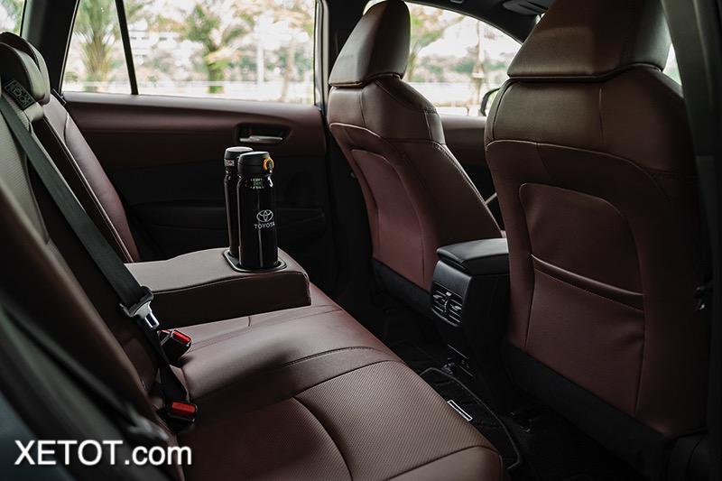 Hang-ghe-thu-2-co-cua-gio-Toyota-Corolla-Cross-2020-2021-1-8V-xetot-com