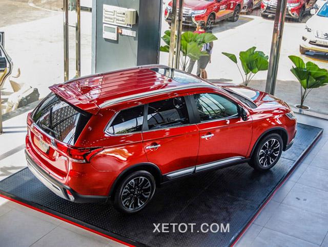 baga mui mitsubishi outlander 2020 2021 2 0 cvt premium mau do muaxegiatot vn - So sánh Toyota Innova và Mitsubishi Outlander, mua xe nào chạy gia đình