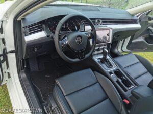 vo lang xe volkswaget passat 2020 2021 muaxegiatot vn scaled 1 300x225 - Đánh giá Volkswagen Passat 2021, Xe sang cho doanh nhân