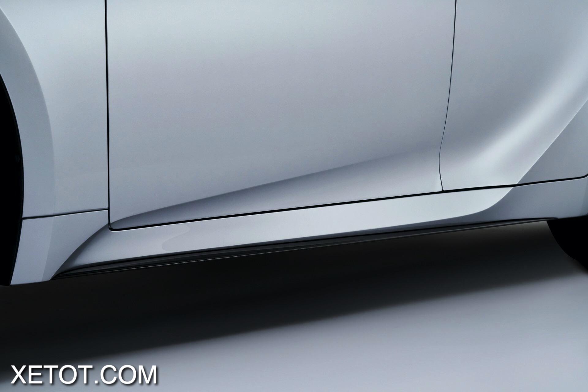 gan-gap-noi-ben-hong-xe-Lexus-IS-2021-xetot-com