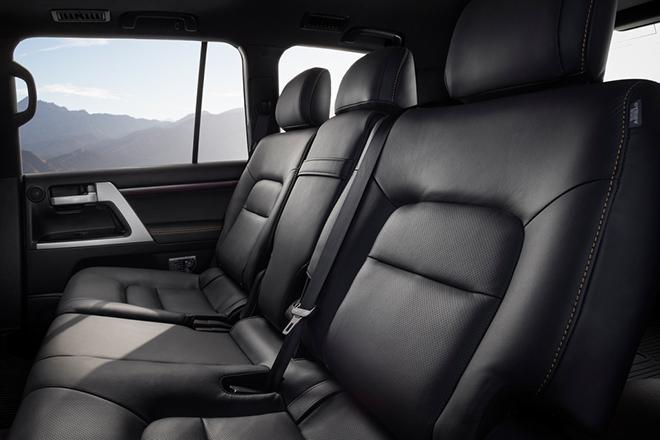 Hang-ghe-thu-2-Toyota-Land-Cruiser-Heritage-Edition-2021-trinh-lang-xetot-com